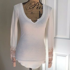 Free People Thermal top crocheted cuffs XS